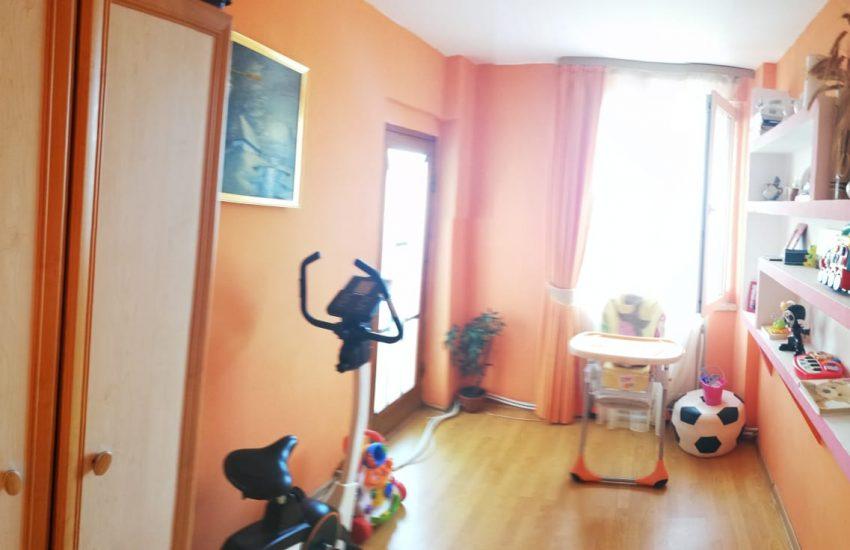 Apartament 4 camere Roman Favorit