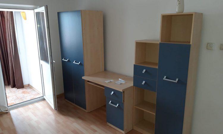 Apartament 3 camere decomandat vanzare Roman