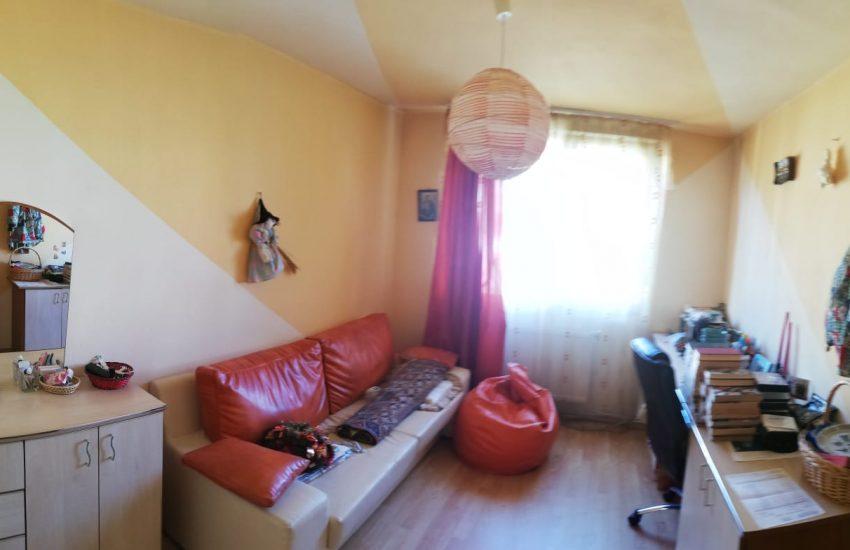 Apartament 3 camere decomandat Smirodava