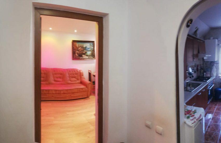 Vanzare apartament 2 camere etaj 3 Roman