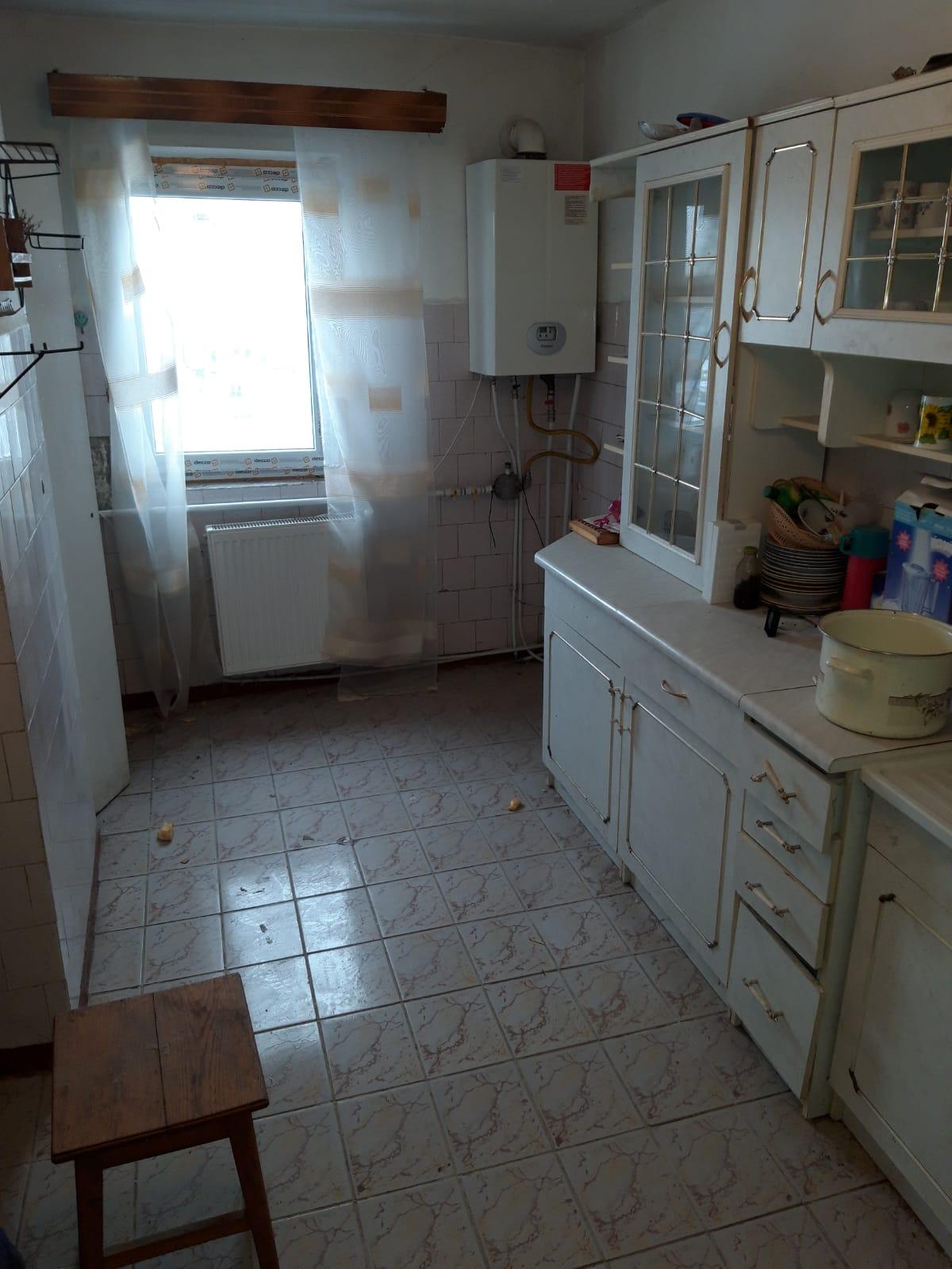 Apartament 3 camere zona centrala decomandat