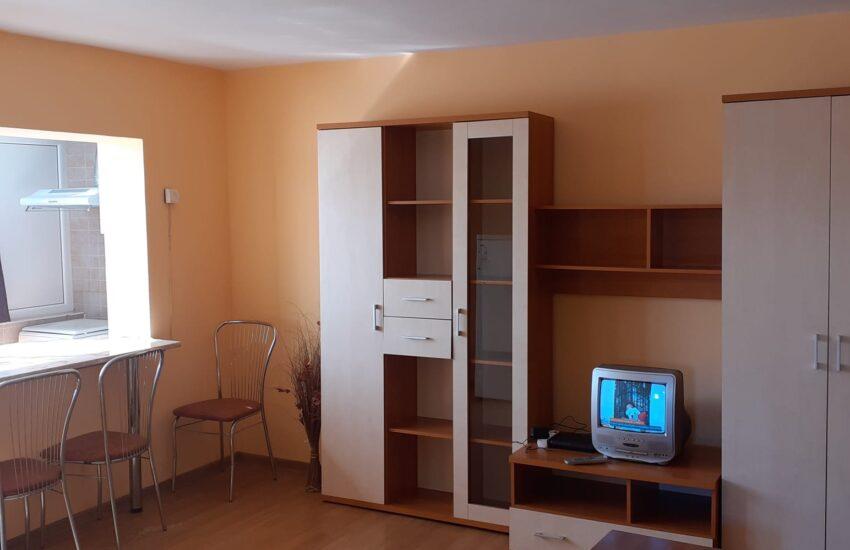 Apartament complet renovat mobilat Roman