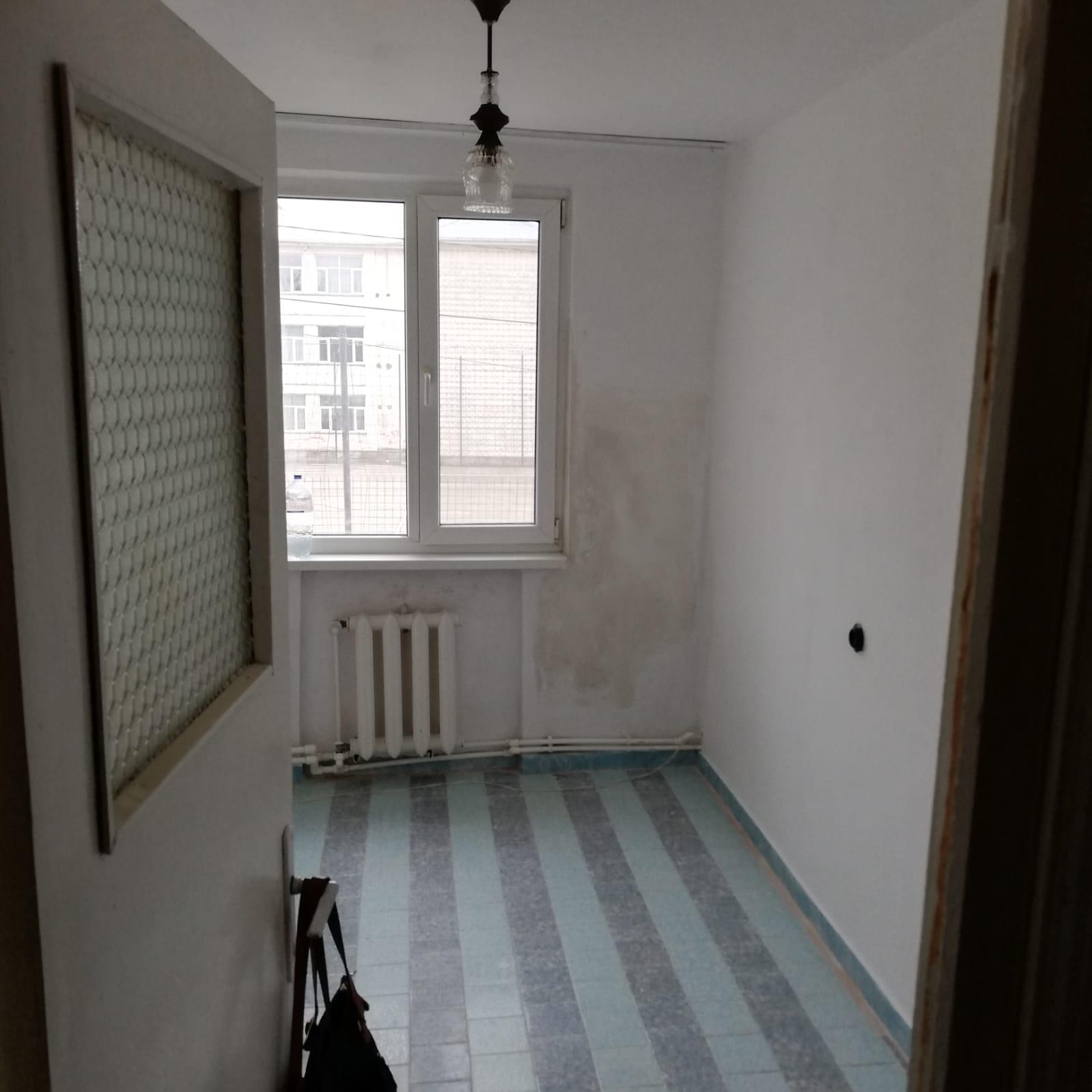 Chirie apartament 3 camere Roman